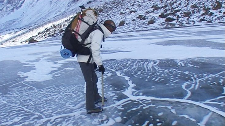 Walking on the frozen river Weasel towards the Pangnirtung fiord - Nanoq 2007 expedition