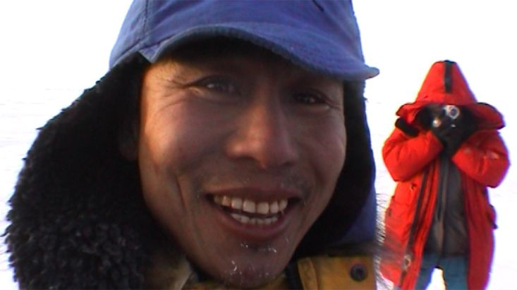 Wishing luck to a Chinese expeditionary - Geographic North Pole 2002 expedition