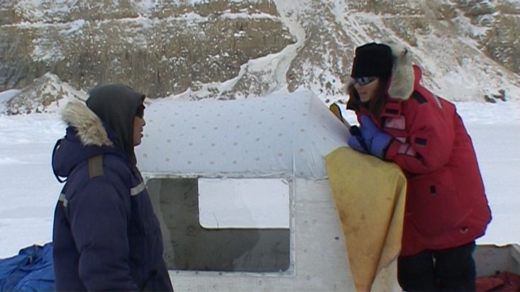 Inuit talking to Ingrid on the coast of the Borden peninsula - Nanoq 2007 expedition