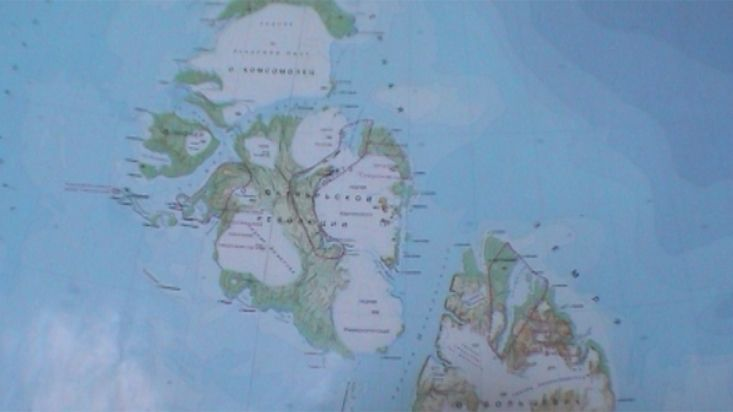 Víktor Serov explains the Siberian islands - Geographic North Pole 2002 expedition