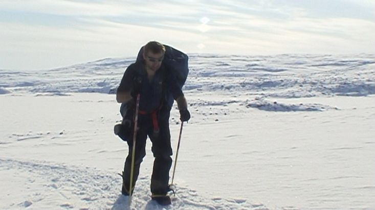 Carrying material to the Penny icecap - Penny Icecap 2009 expedition