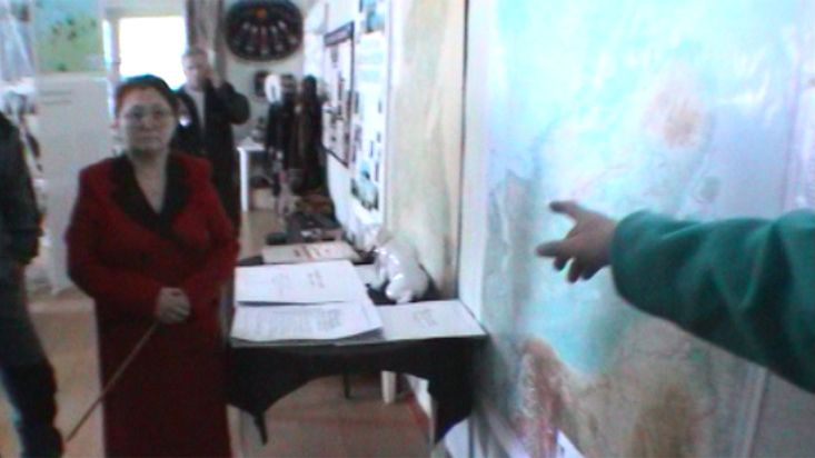 Explanation of the Taimyr peninsula in the Khatanga museum - Geographic North Pole 2002 expedition