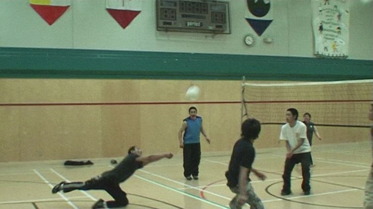 Young Inuit playing volleyball - Nanoq 2007 expedition